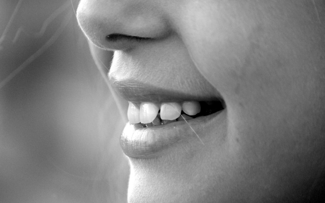 Βρυγμός: Γιατί σφίγγουμε τα δόντια μας και πώς μπορούμε  να το σταματήσουμε;