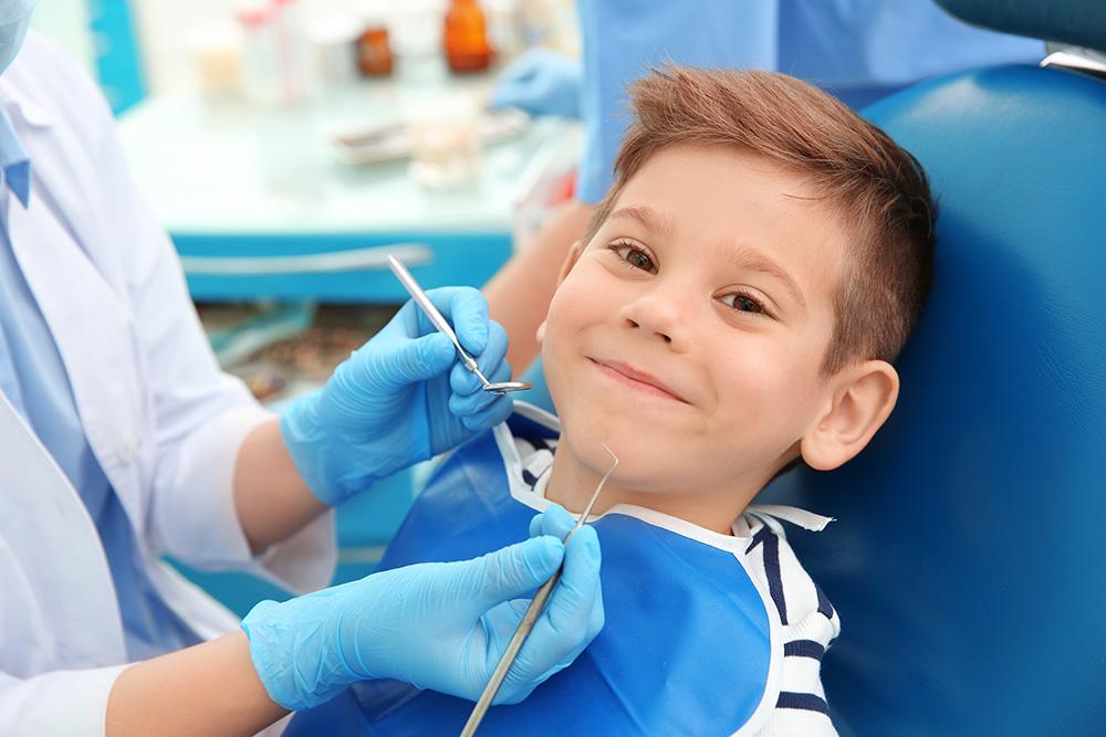 Πρώτη Οδοντιατρική Επίσκεψη Παιδιών και Εφήβων: Τι Περιλαμβάνει;
